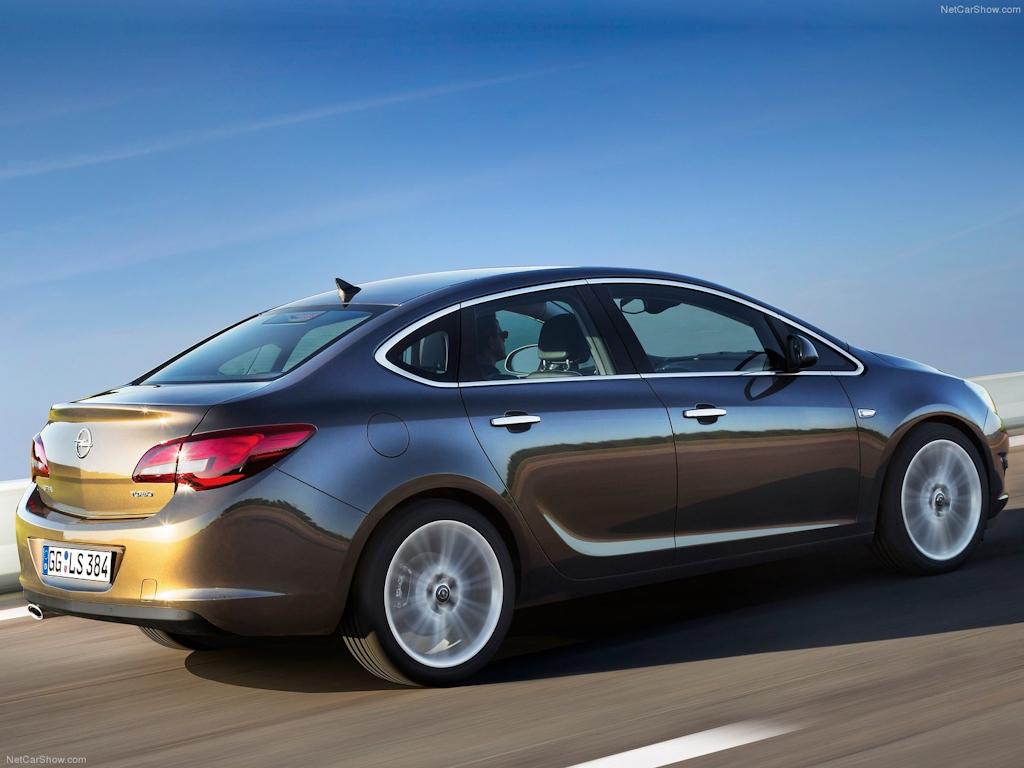 Первый взгляд на обновлённый Opel Astr…